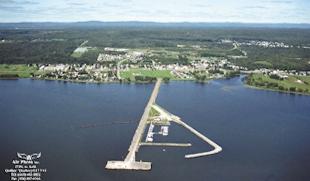 Vue aérienne de la localité et de la Marina de Portneuf